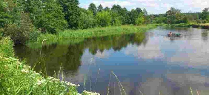 Nauka czytania wody w rzece