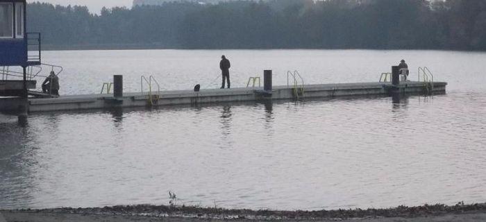 Jezioro Rychnowskie - Cz�uchowskie molo na pla�y OSIR