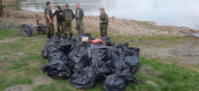 Jezioro Szczuka  - 31 work�w �mieci