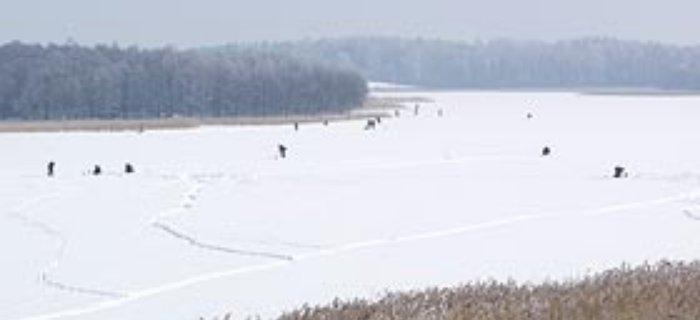 £owienie pod lodem