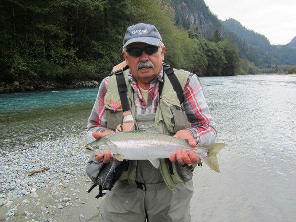 Jest koniec wrze¶nia, jestem na rybach nad malownicz± ³ososiow± rzek± w Kanadzie. Mija kolejny, a zarazem ostatni dzieñ ³owienia Coho Silver Salmon.  Widzê, ¿e pon…
