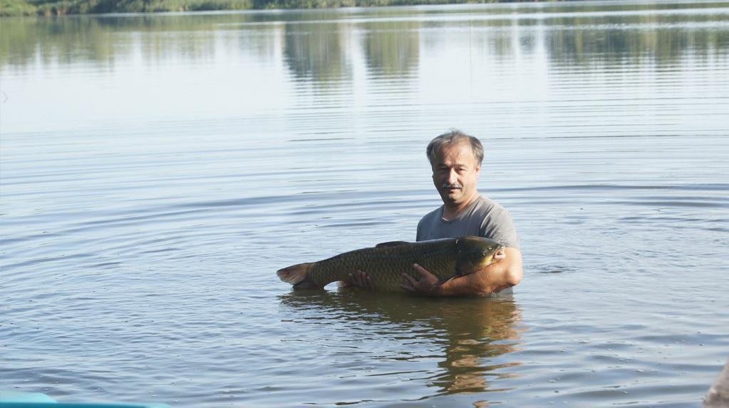 Zbiornik naturalny, polodowcowy (rynna) o powierzchni 10 ha i g³êboko¶ci do 6 metrów. Gatunki ryb zamieszkuj±cy ten akwen to : p³oæ, wzdrêga, leszcz, kara¶ srebrzys…